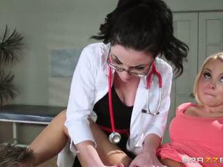 עם aaliyah אהבה s regular physician retiring היא