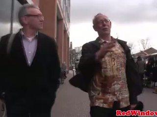 Réel catin cumswaps avec une cochon vieux bastard