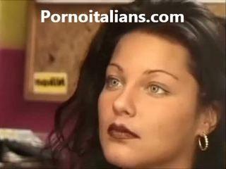 الإيطالي سيدة licking أشعر كس رطب كوك craving