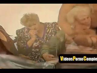 skupinový sex, babička, video