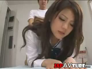 Jaapani koolitüdruk ja nende janitor