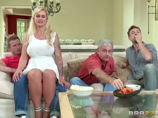 Brazzers - styvmamma takes några ung kuk - porr video- 451