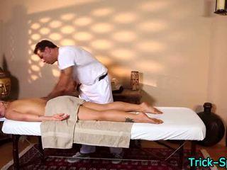 Príťažlivé blondes oily masáž