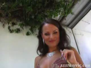 Euro cute Luisa enjoys outdoor ass fucksession