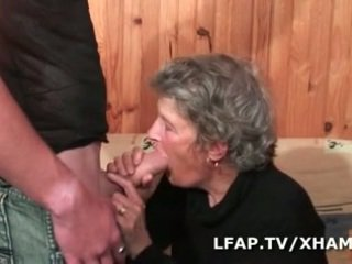 Mamy baisee par un petit jeune
