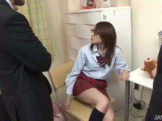 Japoniškas paauglys rino mizusawa ištvirkęs smūgis dulkinimasis