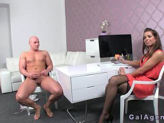 Bald headed guy চোদা একটি female agent