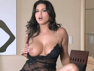 Pretty Slut Sunny Leone gets hot and nasty for one solo pleasure indoor