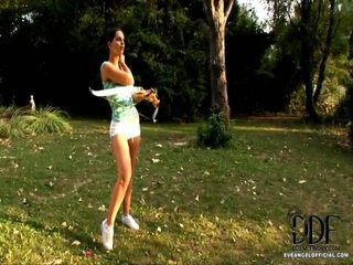 Recent ive taken up archery as a hobby, so when it was nice out of doors i went out to a garden to do a target practice...on my pussy. i thought id verifica dacă nudity helps mine talent, și o