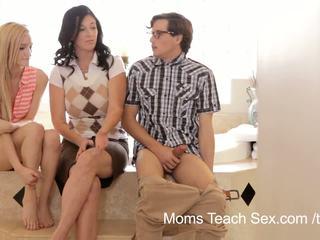 Ibu-ibu mengajar seks