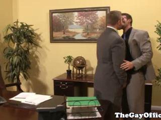 Homo kantoor dekhengst giving hoofd naar baas