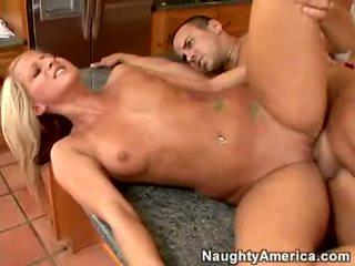Pornozvaigzne lilly kingston gribēja nē lieta vairāk nekā a karstās load no sperma par viņai mute