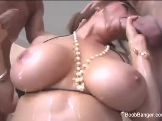 Kianna Dior gets down and nasty