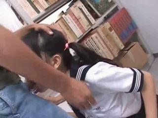 Brunette aziatisch mond geneukt hard in school- bibliotheek