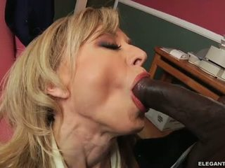 Interraciaal anaal met milf nina hartley