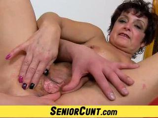 Omhoog dicht pov oud vagina vingeren met rijpere greta