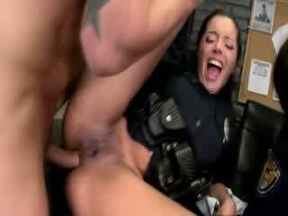 סקסי משטרה נשים getting anally pumped ו - loving זה