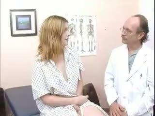 Rhonda got vairāk nekā a breast consultation! dr. slute used