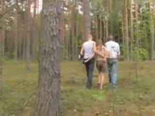 Amaterke latvijka trojček v the gozd