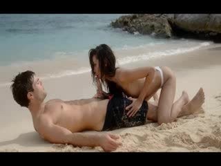 Extremely doce lovers sexo em o praia