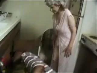 나의 할머니 와 a 검정 dude