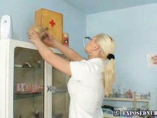 Groot boezem verpleegster alexa gets ondeugend met reusachtig dildo