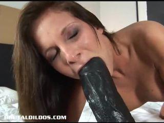 Maravilhosa morena lauryn filling dela cona e babaca com maciço dildos