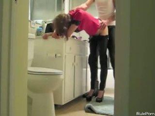 Neuken haar van achter terwijl ze is wearing pants