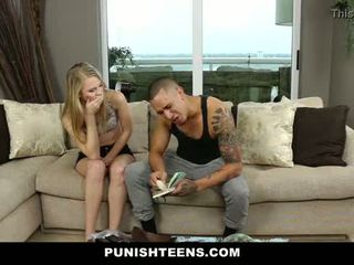 Punishteens - mazas blondīne gets used un apvainotas