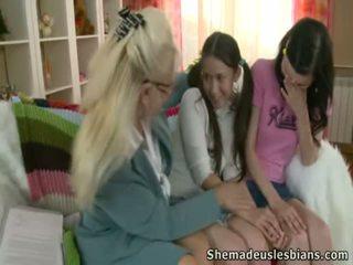 Tanya merken liefde lera en vervolgens zij verandering roles.