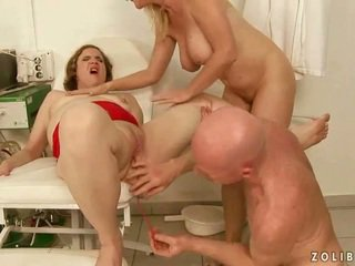 Keras pipis seks tiga orang