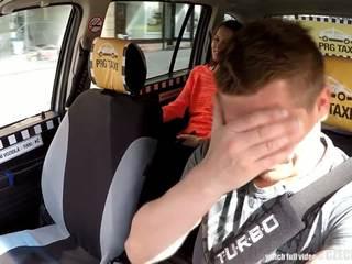 Cutest έφηβος/η gets ένα ελεύθερα taxi βόλτα, ελεύθερα πορνό 80