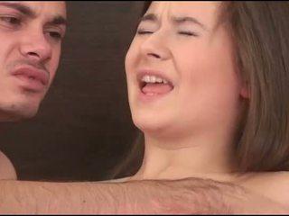Virgin tyttö sucks a kukko