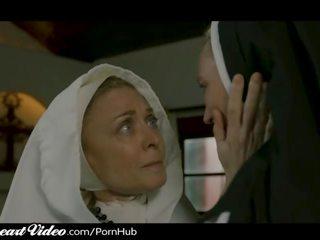 Pieauguša lesbiete mūķene nina hartley sins ar mammīte lover