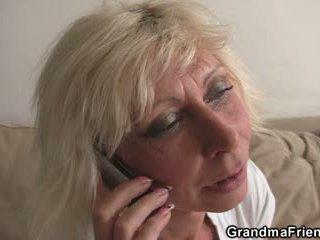 Kolmikko puolue kanssa blondi läkkäämpi widow