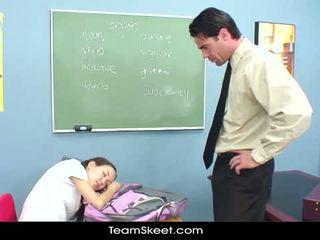 Innocenthigh מורה דופקים רזונת אסייתי שנתי העשרה של הדוקה כוס